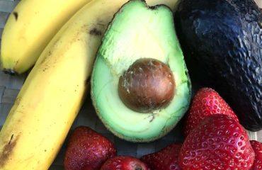 banános-epres vegánfagyi hozzávalói