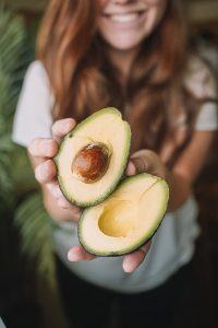 Bio Arc- és Testradír Matcha teával Egy valóságos vitaminbomba bőrfiatalító hatással Frenetikus összetevőkkel szabadítja fel a bőrt az elhalt hámsejtek elnyomása alól, hogy újra élettel töltődhessen fel, és bababőr finomsággal bűvölhessen el. A porrá zúzott, csodás gyógynövények már alig várják a bőrmegújító találkozást veled. 100% bio, vegán. Mennyiség: 100 ml