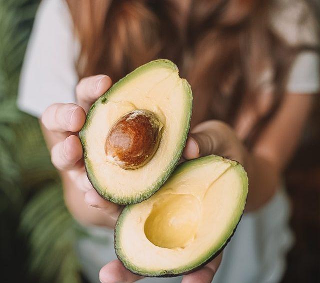 A kollagén szerepe a vegán szépségápolásban Biokémiai értelmezés szerint vegán kollagén tehát nem létezik. Olyan étrend vagy étrendkiegészítők azonban alkalmazhatók, melyek segítik a szervezet kollagéntermelő képességét.